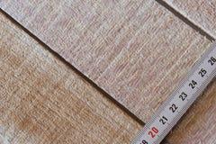 Fita de medição da roleta em placas de madeira Imagens de Stock