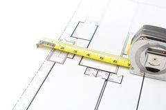 Fita de medição em plantas de assoalho Fotografia de Stock Royalty Free