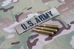 Fita e 5 do ramo do EXÉRCITO DOS EUA círculos de 56 milímetros no uniforme da camuflagem Fotos de Stock Royalty Free