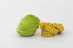 Fita verde da maçã e da medida foto de stock