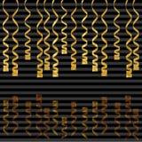 Fitas serpentinas, isoladas no fundo Ilustração do vetor da decoração do ouro Decoração dourada de queda para o partido, aniversá Imagens de Stock