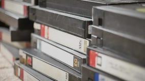 Fitas velhas dispersadas de VHS filme