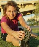 fiten sträcker kvinnan Arkivfoton