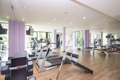 Fitness center e gym para o exercício Fotografia de Stock