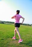 Fitness de Aziatische Chinese lopende jogging van de vrouwensport Royalty-vrije Stock Foto's