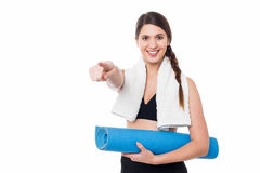 Fitness lady pointing you the direction Royalty Free Stock Images