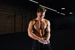 Free Fitness Model Trainer Rubs His Hands With Chalk And Talc So That Fingers Do Not Slip Or Slide. Royalty Free Stock Photography - 102244737