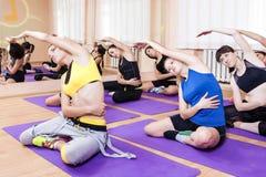 Fitness, Sport en Gezonde het Levensconcepten Groep van Zeven Jong C Stock Afbeeldingen