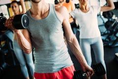 Fitness, sport, het uitoefenen en gezond levensstijlconcept stock fotografie