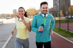 fitness, sport, mensen en levensstijlconcept royalty-vrije stock fotografie