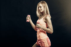 Fitness sporty girl lifting weights Royalty Free Stock Photos