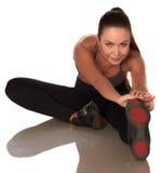 Fitness vrouw in sportstijl die zich tegen geïsoleerde witte achtergrond bevinden stock fotografie