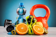 Fitness water and healthy food Royalty Free Stock Photos