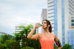 Fitness woman driking water on workout rest Royalty Free Stock Photos