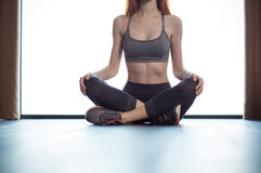 Fitness woman sitting on the floor Stock Photography