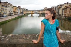 Fitness woman standing in front of ponte vecchio Stock Images