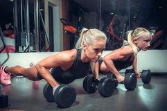 Fitness women doing push up Stock Photography