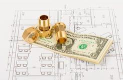 Fitting mit Bargeld auf Entwurf Stockfotos