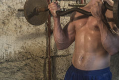 Fittnes-Körpertraining muskulös stockbild