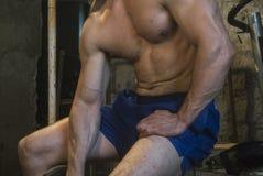 Fittnes-Körpertraining muskulös Stockfoto