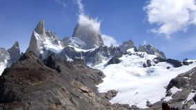 Fitz Roy Massif met Lago DE Los Tres - Gr Chalten, Argentinië stock footage
