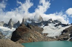 Fitz Roy Mountain covered by clouds. By the lake in a cloudy day Royalty Free Stock Photos
