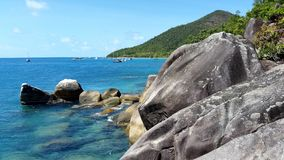 Fitzroy-Insel nahe zu den Steinhaufen, Queensland, Australien lizenzfreies stockbild