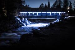 Fitzsimmons小河脚桥梁在晚上 库存照片
