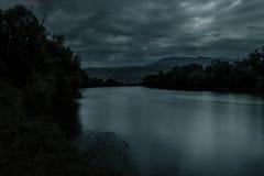 Fiume alla notte Fotografia Stock