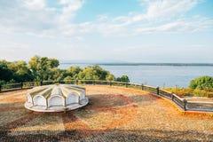 Fiume Amur e parco della riva del fiume in Chabarovsk, Russia fotografie stock