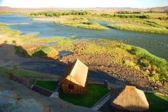 Fiume arancio alla frontiera fra il Sudafrica e la Namibia Oranjemund nafta Immagini Stock