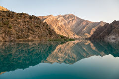 Fiume azzurrato nelle montagne del Tagikistan Immagine Stock Libera da Diritti