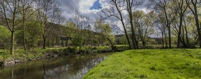 Fiume Bilina vicino al villaggio di Stadice nel giorno di primavera Immagine Stock Libera da Diritti