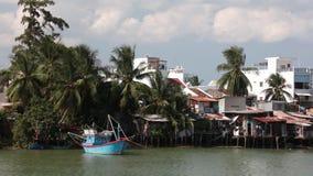 Fiume Cai Nha Trang Vietnam della clip di lasso di tempo della riva del fiume video d archivio
