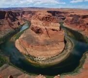 Fiume in canyon del deserto Immagini Stock Libere da Diritti