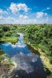Fiume in canyon di Aktovsky, Ucraina Grandi rocce in piccolo fiume e Fotografia Stock Libera da Diritti