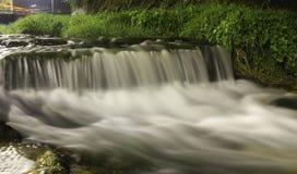 Fiume Cavaglia nel bynight lungo di esposizione immagine stock libera da diritti