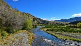 Fiume che attraversa la valle scenica di Lees in Nuova Zelanda Fotografia Stock Libera da Diritti