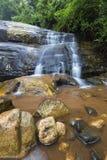Fiume che circola sulle rocce e sulla cascata di Debengeni Fotografia Stock Libera da Diritti