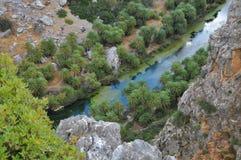 Fiume che scorre il mar Egeo fotografie stock libere da diritti