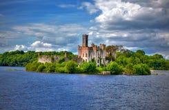 Fiume chiave Shannon Town di Roscommon del castello del Lough Immagini Stock Libere da Diritti
