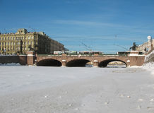 Fiume congelato Fontanka. St Petersburg. Fotografie Stock