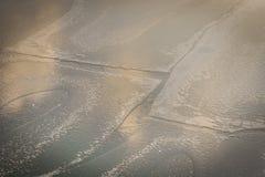 Fiume congelato nell'orario invernale, grande per fondo fotografie stock libere da diritti