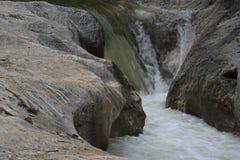 Fiume Corrente rapida Fiume della montagna Fotografia Stock Libera da Diritti