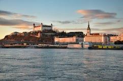Fiume Danubio del castello di Bratislava Fotografia Stock