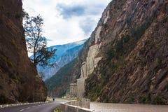 Fiume del ADN della strada dell'alta montagna in Himalaya Immagine Stock Libera da Diritti