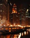 Fiume del Chicago alla notte Fotografia Stock
