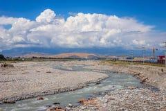 Fiume del confine fra il Kazakistan e la Cina Immagini Stock