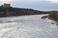 Fiume del ghiaccio di inverno immagini stock libere da diritti