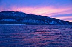 Fiume del Nord e siberiano in inverno. Fotografia Stock